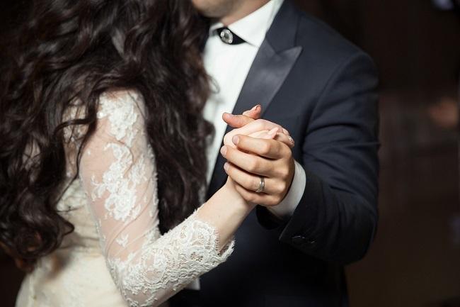 【ドイツの結婚式】新郎新婦が披露するファーストダンス
